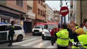 Caravana de vehículos de emergencia, por todos los que se quedan en casa y por pacientes ingresados