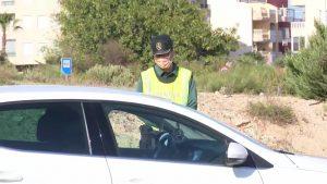 La Guardia Civil controla los accesos a Torrevieja para evitar la llegada de turismo residencial