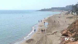 Orihuela abre cinco de sus playas al paseo para residentes que vivan a un kilómetro de proximidad
