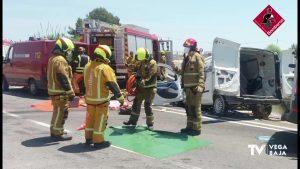 Dos heridos tras producirse un accidente entre un coche y una furgoneta en Dolores