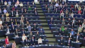 Minuto de silencio en el Parlamento Europeo por las víctimas de las inundaciones en España