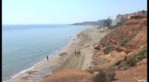 Pilar de la Horadada vierte más de 30.000 metros cúbicos de arena para regenerar sus playas