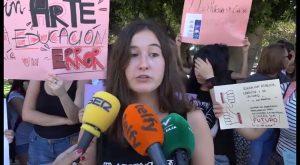 Alumnos de la EASDO se manifiestan ante la falta de 11 profesores