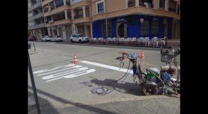 El Ayuntamiento invierte 15.000 euros en mejorar la señalización viaria horizontal