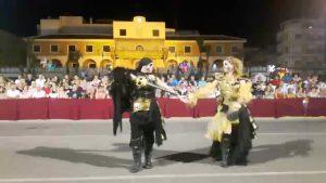 Guardamar se despide de sus fiestas con un espectacular desfile de Moros y Cristianos
