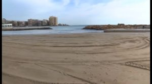 Las playas de Torrevieja vuelven a sufrir los efectos del temporal con importantes pérdidas de arena