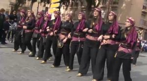 Los festeros de Orihuela salen a la calle para celebrar el Medio Año Festero