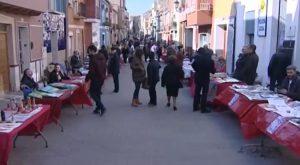 La Calle Arriba se inunda de gente atraída por la primera celebración de este 2017 de Mercadearte