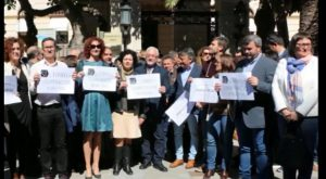 Concentración frente a Diputación para reclamar el Fondo de Cooperación impulsado por GV