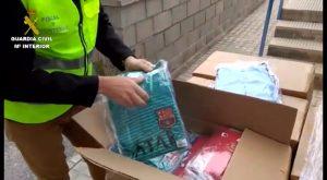 Guardia Civil detiene en Benijófar al destinatario de 700 equipaciones falsificadas de fútbol