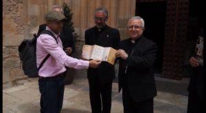 El obispo Jesús Murgui promociona la catedral de Orihuela como kilómetro cero del Camino de Levante