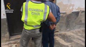 La Guardia Civil detiene a un atracador que como los superhéroes ocultaba su identidad tras unas gafas