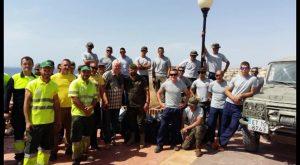 Orihuela Costa se vuelca con los trabajos de limpieza en sus acantilados