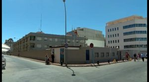 La Guardia Civil detiene en Torrevieja a un ladrón que la emprende a golpes con la víctima del robo
