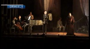 Silvia Marsó sobre el escenario del Teatro Circo de Orihuela con 24 horas en la vida de una mujer