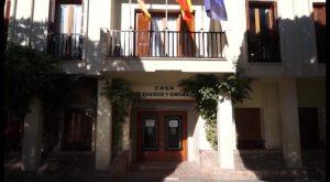 IU critica que el Ayuntamiento de Almoradí recurra a un empresario de fuera para comprar sillones