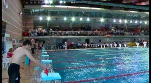 Más de 120 firmas reclaman que se suba la temperatura de la piscina cubierta de Torrevieja