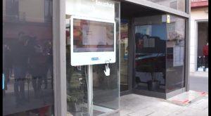 Turismo instala dos pantallas táctiles ampliando servicios de información en Orihuela Costa