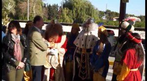 Los Reyes Magos llegados de Oriente hacen su primera parada en el Hospital Vega Baja