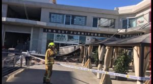 El viento obliga a los bomberos a atender numerosas incidencias en la Vega Baja