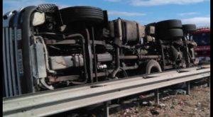 Arde un camión en Torrevieja, vuelca otro en Dolores, y colisiona un tercero en la AP7