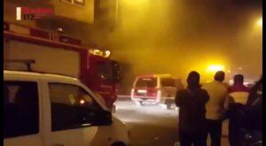 Humo negro y temperaturas de 500ºC: el incendio en un sótano de Orihuela que necesitó 16 bomberos
