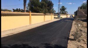 Catral ejecuta obras de asfaltado y señalización de caminos rurales