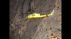 Rescatan en helicóptero a un hombre de 68 años tras caer por un barranco en San Miguel de Salinas