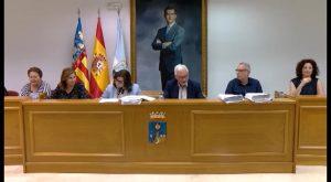 El voto de calidad del alcalde aprueba el PEF que aminora subvenciones e inversiones y sube el IBI