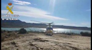 Guardia Civil de San Miguel de Salinas rescatan a un ciclista herido en el Embalse de la Pedrera