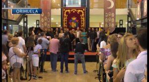 Casi un centenar de cargos festeros reciben el reconocimiento del Ayuntamiento de Orihuela