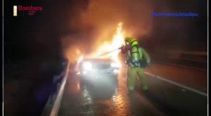 Arde un vehículo mientras circulaba por la A-7