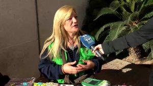 "La vendedora de la ONCE Lola ""La Sevillana"" vuelve a repartir suerte en Torrevieja"