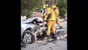 Cinco heridos en un choque frontal donde se han visto implicados dos vehículos y una moto