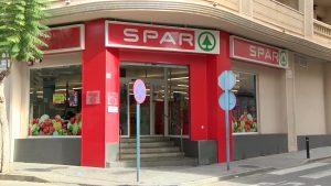 Un atraco en un supermercado de Torrevieja deja un empleado herido