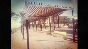 Finaliza la instalación del mobiliario urbano en el Paseo Sardinero de Torre de la Horadada