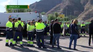 Orihuela se enfrenta a tener la basura en las calles