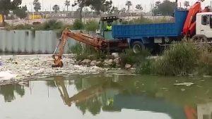 La CHS comienza los trabajos de retirada de plásticos del cauce del Río Segura