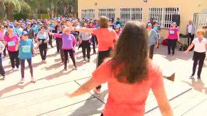 Medio millar de personas mayores practica deporte para cuidarse