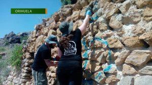 Patrimonio Histórico elimina los últimos grafittis realizados en el Castillo de Orihuela