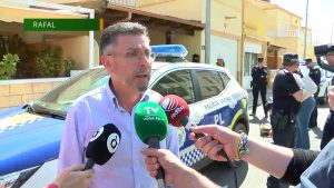 El Ayuntamiento de Rafal celebra la retirada de policías oriolanos de la calle Infanta Elena