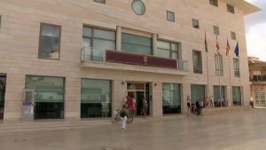 Educación habilita las aulas de estudio en la Oficina Municipal de la costa en Torre de la Horadada