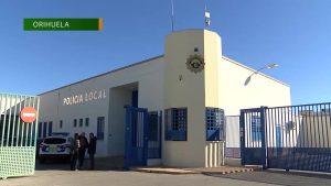 Dos agentes de la Policía Local de Orihuela salvan la vida a un hombre gracias a un desfibrilador