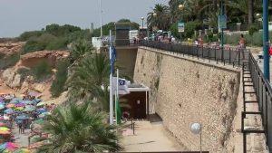 Muere un joven de 22 años tras precipitarse por el paseo marítimo de Punta Prima