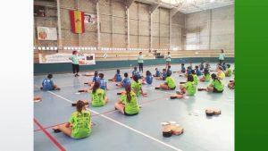 El Hospital Universitario de Torrevieja enseña primeros auxilios a más de 200 niños