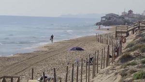 Muere un bañista en la playa de Les Ortigues en Guardamar
