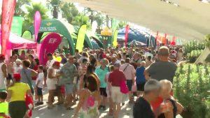 Torrevejenses y turistas se vuelcan con la salida de La Vuelta