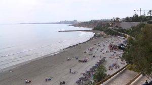 Las calas de Cabo Roig y Aguamarina se limpiarán desde el mar por primera vez