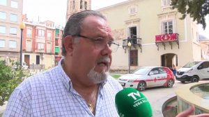 El conseller Marzà visita los colegios de la comarca más afectados por la gota fría