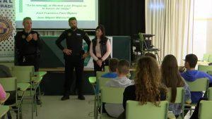Almoradí educa a los jóvenes en los institutos contra el alcohol y las drogas